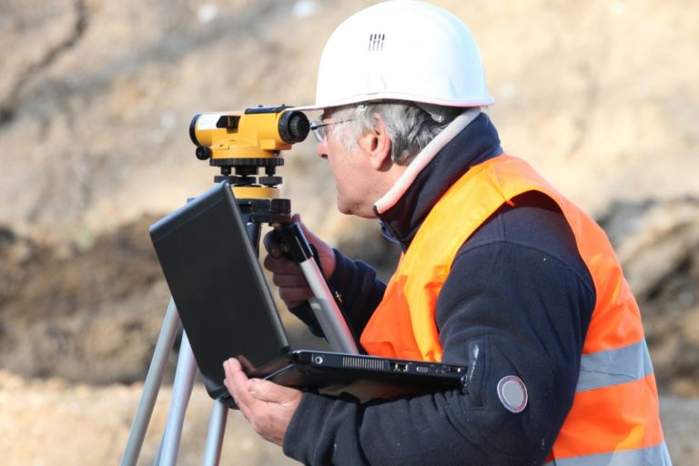 landsurveyor in the field
