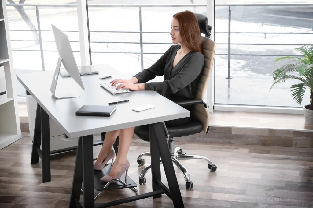 woman using an ergonomic chair