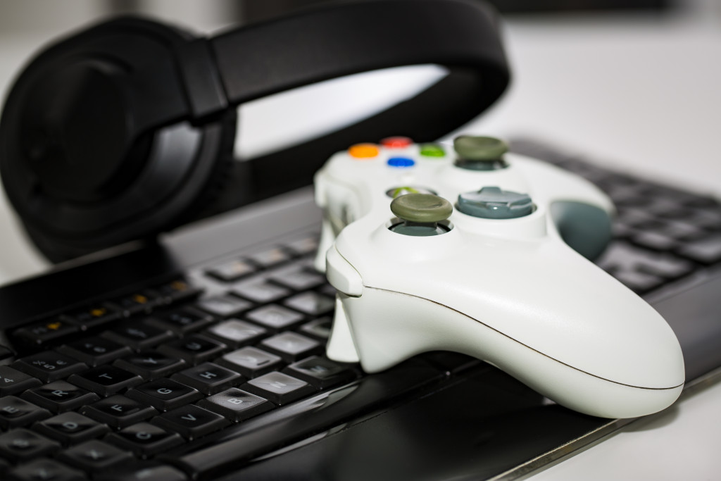 gaming controller and keyboard